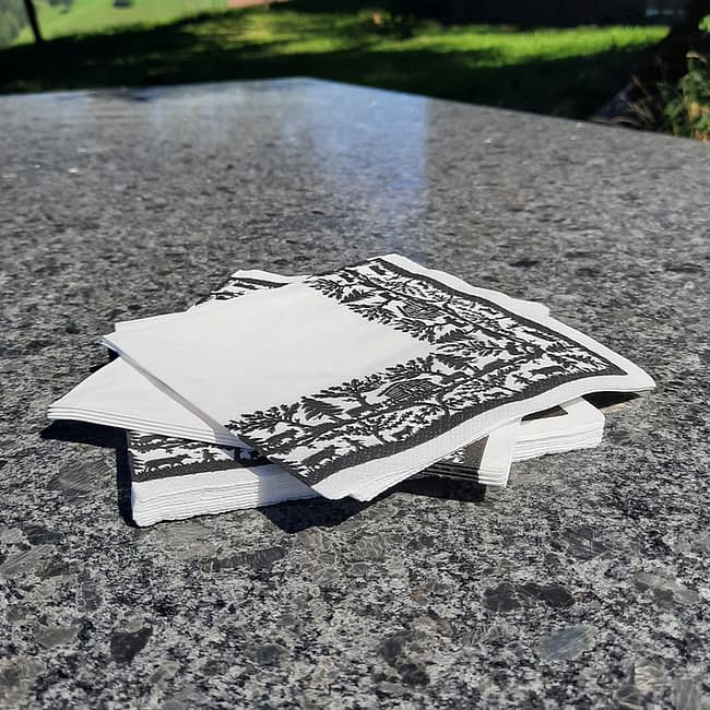 Papierservietten Scherenschnitt